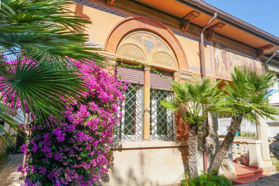 Villa Liberty Lido detached villa for sale Lido di Camaiore