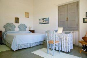 Villa Moratti : Camera matrimoniale