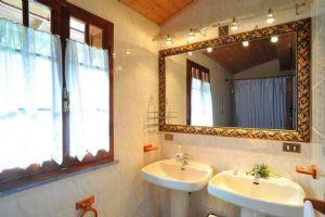 Villa Campagna di Camaiore : Bathroom
