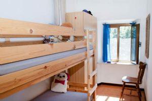 Casale Montemagno : спальня с двумя кроватями