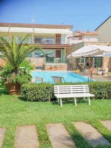 Dependance Romantica : detached villa to rent  Lido di Camaiore