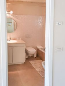 Dependance Romantica : Bathroom with shower