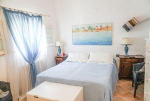 Villetta Pettirosso : спальня с двуспальной кроватью