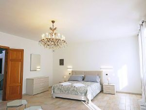 Villa Deco : спальня с двуспальной кроватью