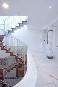Villa Deco : Marble stairs