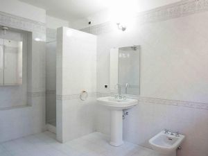 Villa Deco : Ванная комната с душем