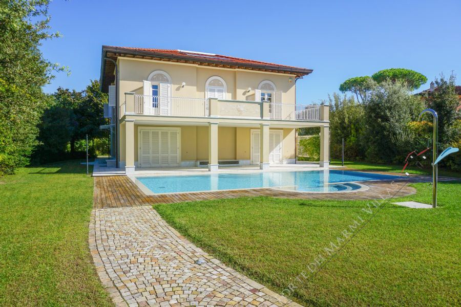 Villa Grecale detached villa for sale Forte dei Marmi