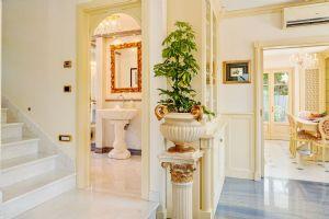 Villa Selene : мраморная лестница