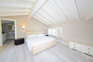 Villa Romanza : спальня с двуспальной кроватью