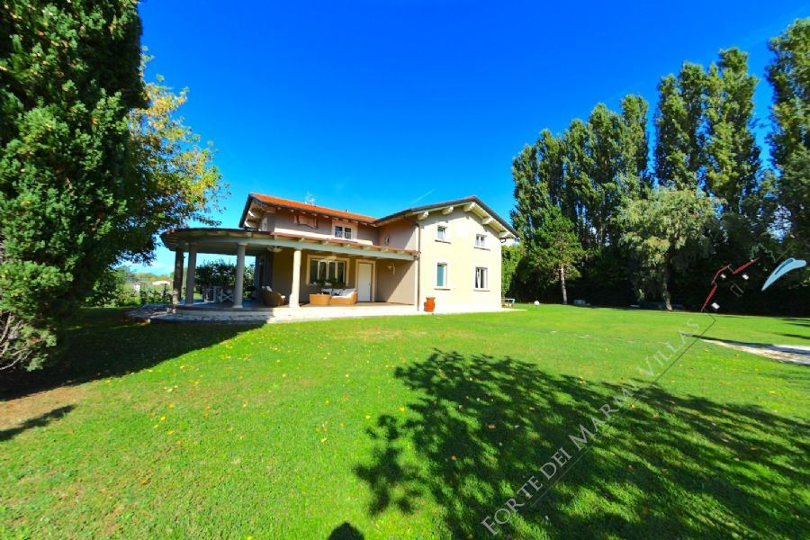 Villa Romanza detached villa to rent Marina di Pietrasanta