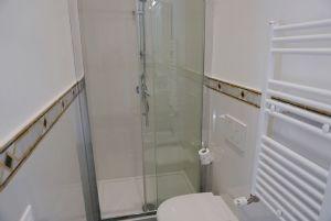 Villa Miriam : Ванная комната с душем