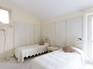 Villa Laguna : спальня с двумя кроватями