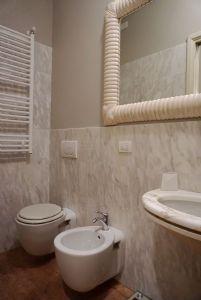 Appartamento Rigoletto : Ванная комната с душем