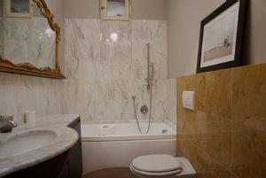Appartamento Rigoletto : Ванная комната с ванной