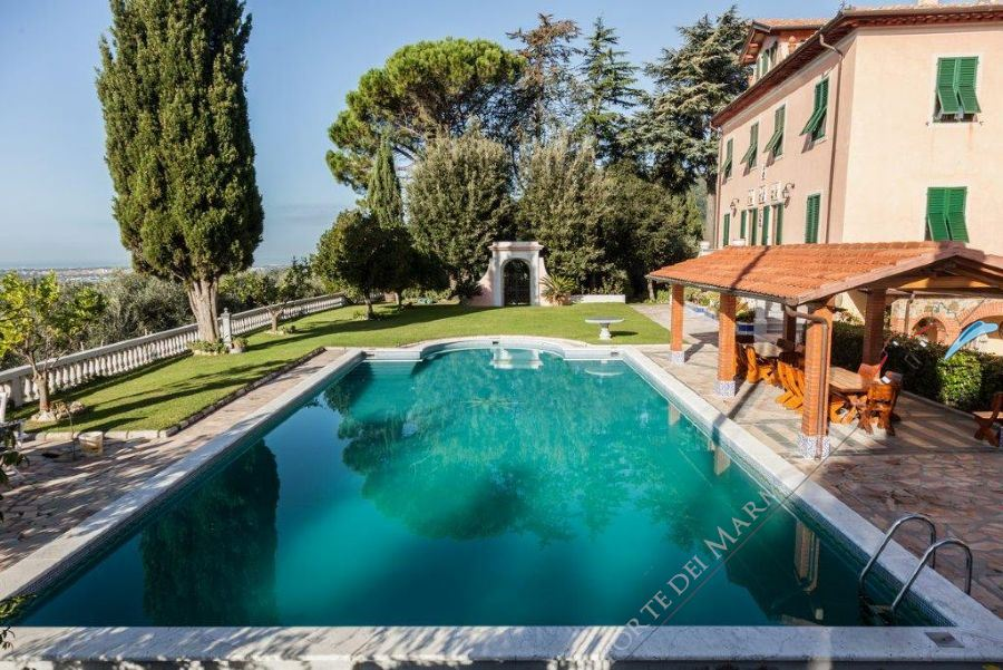 Villa Sunrise detached villa to rent and for sale Camaiore