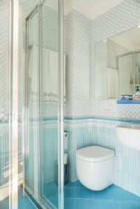 Appartamento Fidelio : Ванная комната с душем