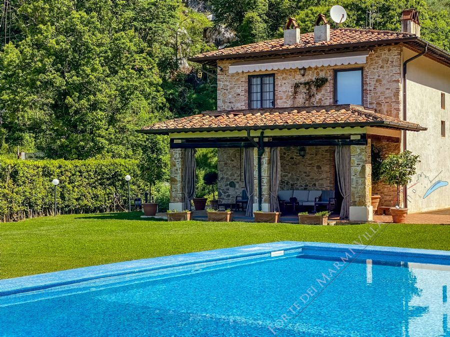Villa Sunset - Detached villa to Rent and for Sale Camaiore