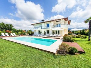 Villa Luce : detached villa to rent  Forte dei Marmi