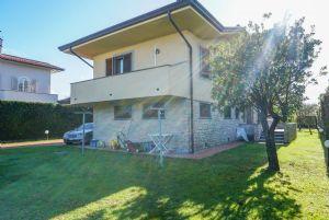 Villa Adelia : Вид снаружи