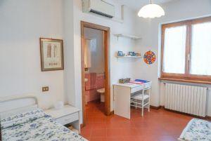 Villa Adelia : спальня с двумя кроватями