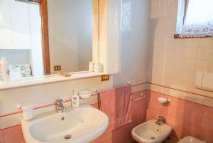 Villa Adelia : Ванная комната с ванной