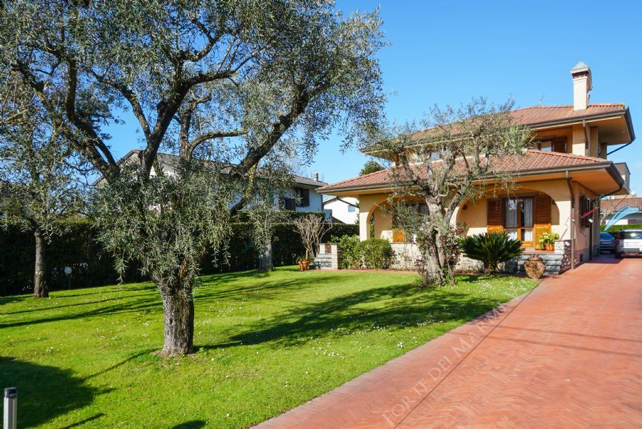 Villa Adelia Detached villa  to rent  Forte dei Marmi