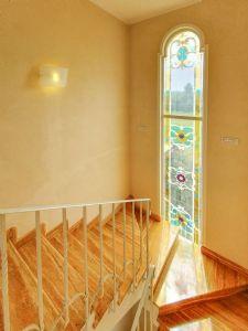 Villa Girasole : Marble stairs