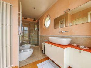 Villa Girasole : Bathroom with shower