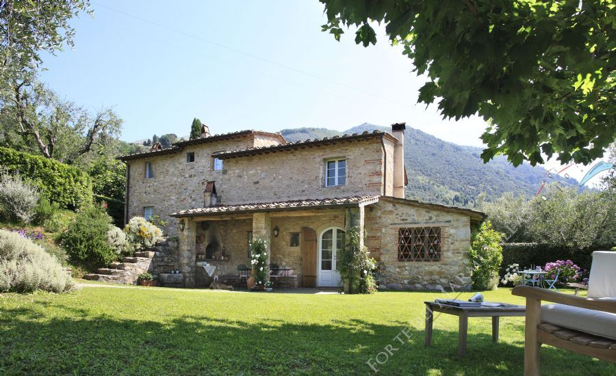 Villa Antico Uliveto detached villa to rent Camaiore