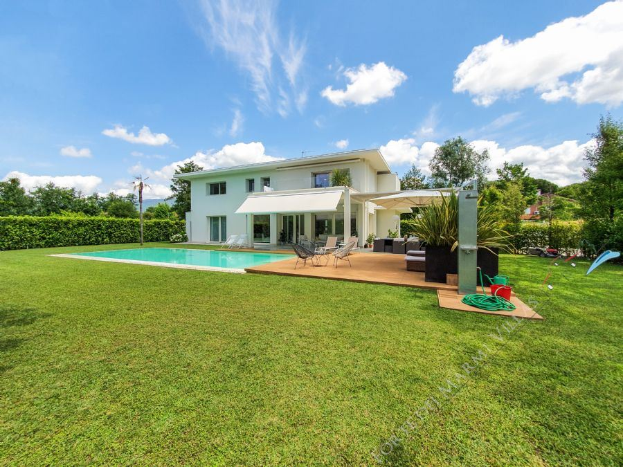 Villa Zoe detached villa to rent Forte dei Marmi