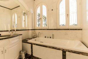 Villa Nicole : Bagno con vasca