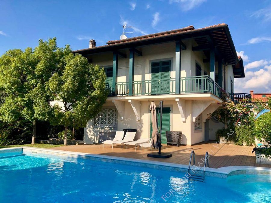 Villa Fashion detached villa to rent and for sale Forte dei Marmi