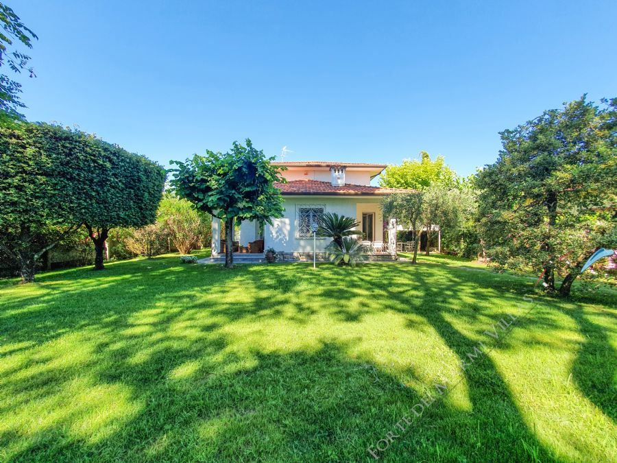Villa Brezza Marina Detached villa  to rent  Forte dei Marmi