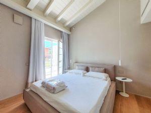 Villa Merlot : спальня с двуспальной кроватью