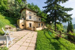Villa Camaiore Hills : villa singola in vendita  Camaiore
