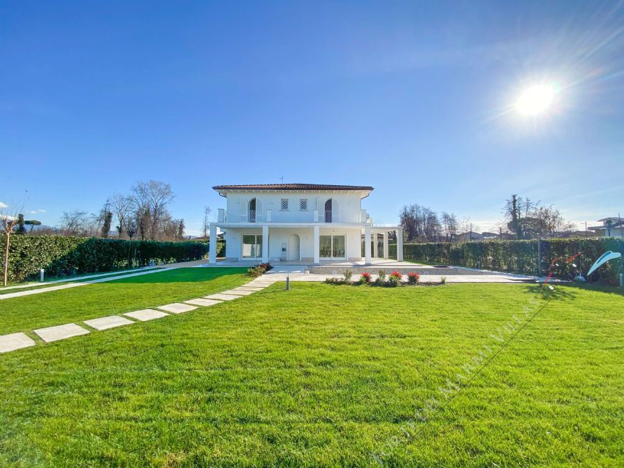 Villa Soprano detached villa to rent and for sale Marina di Pietrasanta