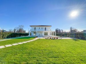 Villa Soprano : detached villa to rent and for sale Tonfano Marina di Pietrasanta