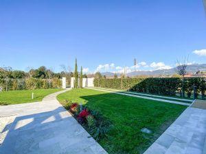 Villa Soprano : Outside view