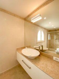 Villa Soprano : Bathroom with shower