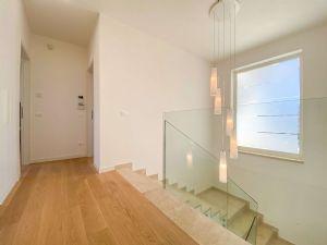 Villa Soprano : Marble stairs