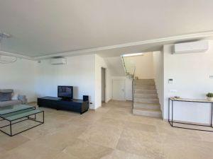 Villa Soprano : Inside view