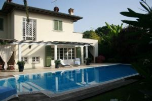Villa Sara : detached villa to rent Vittoria Apuana Forte dei Marmi