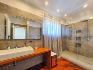 Villa Alias : Bagno con doccia
