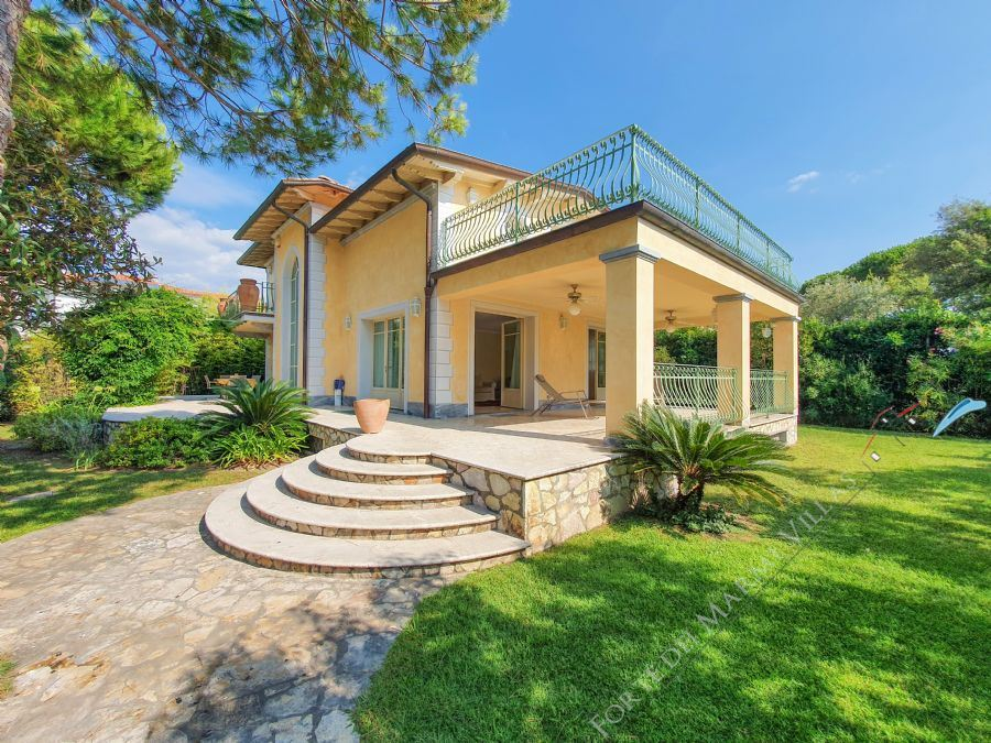 Villa Isabella detached villa to rent and for sale Forte dei Marmi