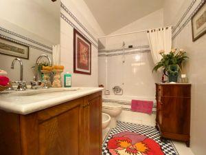 Villa Ginevra : Ванная комната с ванной