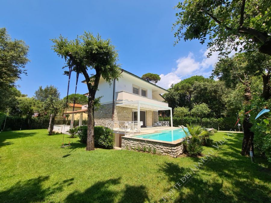 Villa Aeternitas detached villa to rent and for sale Forte dei Marmi