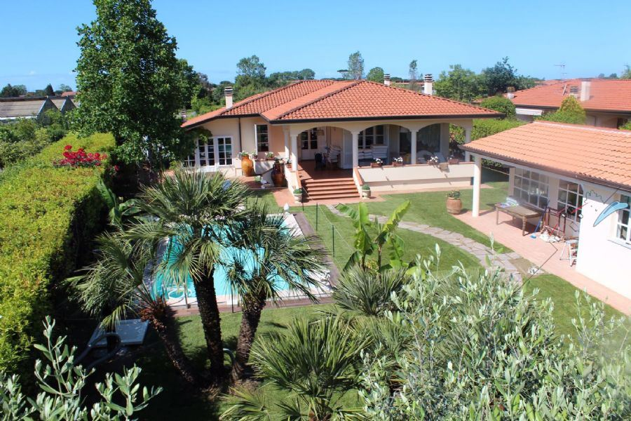 Villa dei Fiori - Detached villa For Sale Lido di Camaiore