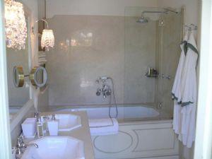 Villa Diadema : Bathroom with tube
