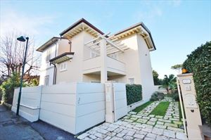 Villetta Gabbiano : semi detached villa to rent and for sale Centro Forte dei Marmi
