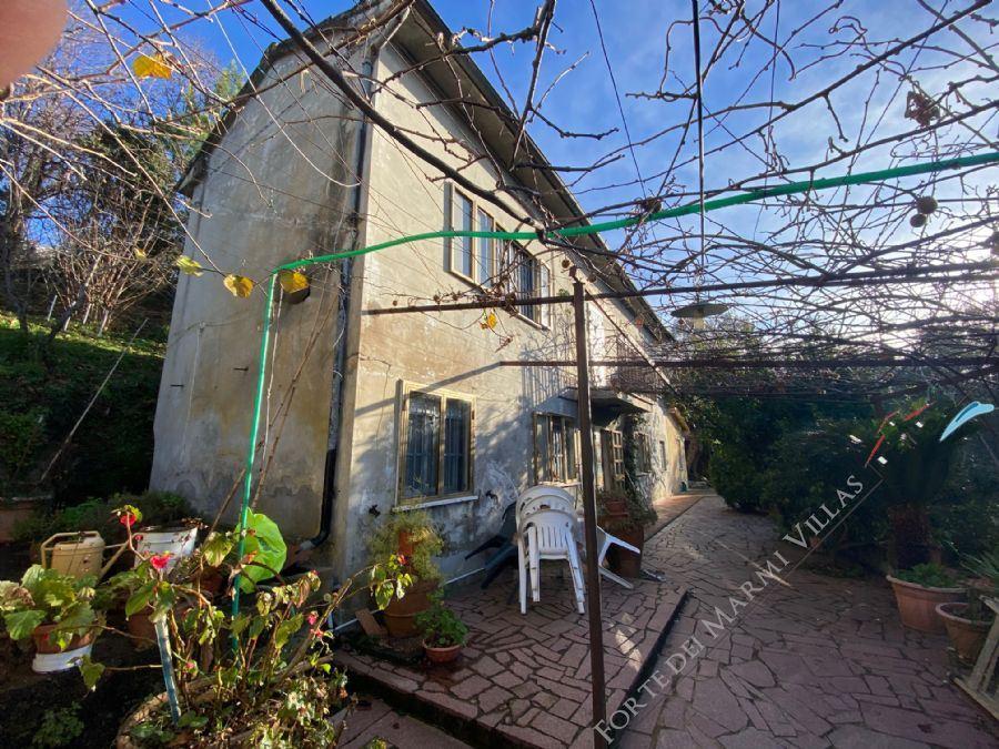 Villa    dei colli (con dependance ) CAMAIORE - 6 vani ed oltre in vendita Camaiore